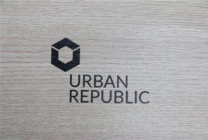 Logoudskrivning på træmaterialer af WER-D4880UV